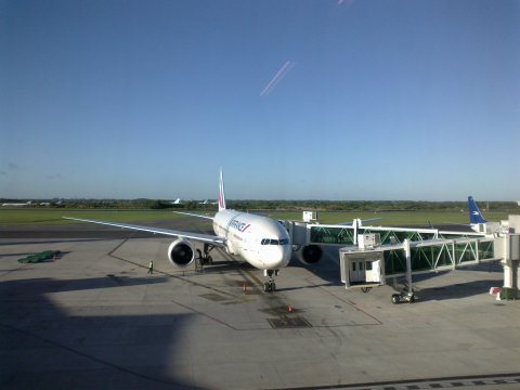 Boeing 777, a&roport Ezeiza, Bs As, 8 am, heure locale...